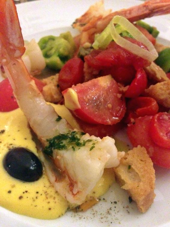 Prato do dia: Camarões ao pesto com panzanella (salada de tomates e pão)