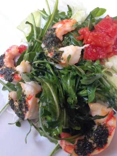 Saladona - Camarão grelhado, pesto, rúcola e geléia de tomate