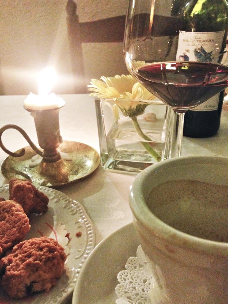 Jantar sozinho à luz de velas e com vinho? Por que não?!!