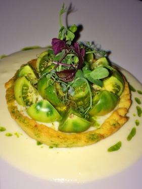 Meu antepasto: Crostatina fine di pomodori verdi al sale grosso e origano fresco (Tortinha de tomates verdes, sal grosso e orégano fresco).