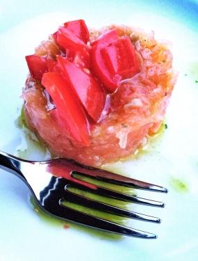 Mini tartare di truta salmonata, o mimo de boas vindas