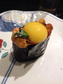 Triplo ovo: ouriço, codorna e salmão
