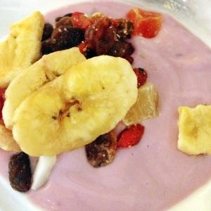 Iogurte de frutas vermelhas e frutas secas