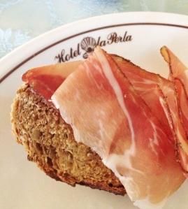 Pão delicioso e speck estupendo