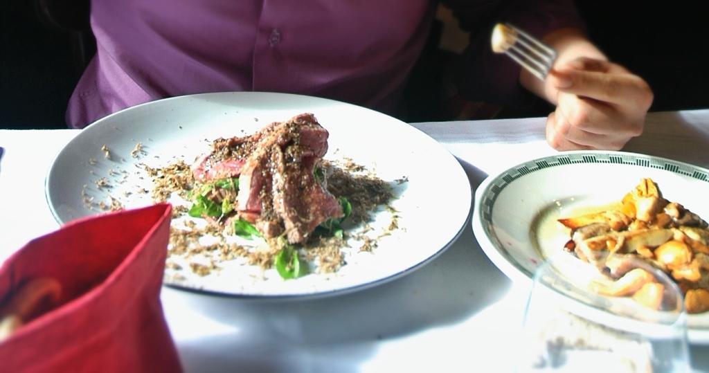 contrafilé com misto de funghi, valeriana (uma saladinha) e tartufo bianco