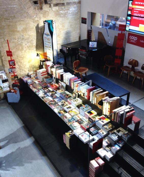 Livros e um espaço para eventos