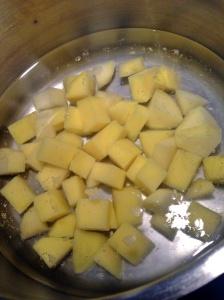 Batatas fervendo