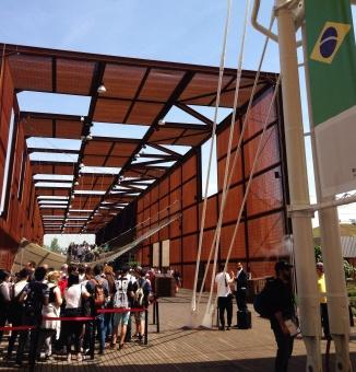 Fila no Pavilhão do Brasil!