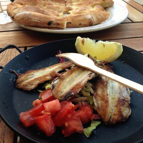 """Sardinhas grelhadas com focaccia: o """"aperitipico"""" do ótimo restaurante do nosso hotel, a Locanda La Lucciola (Via dell'Olivo 101, Porto Venere)"""