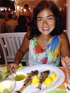 Eu com meu prato de trilhas na brasa (AMO) no Gialos